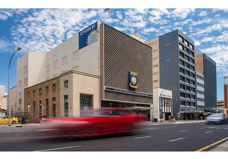 Trung học EYNESBURY, Úc
