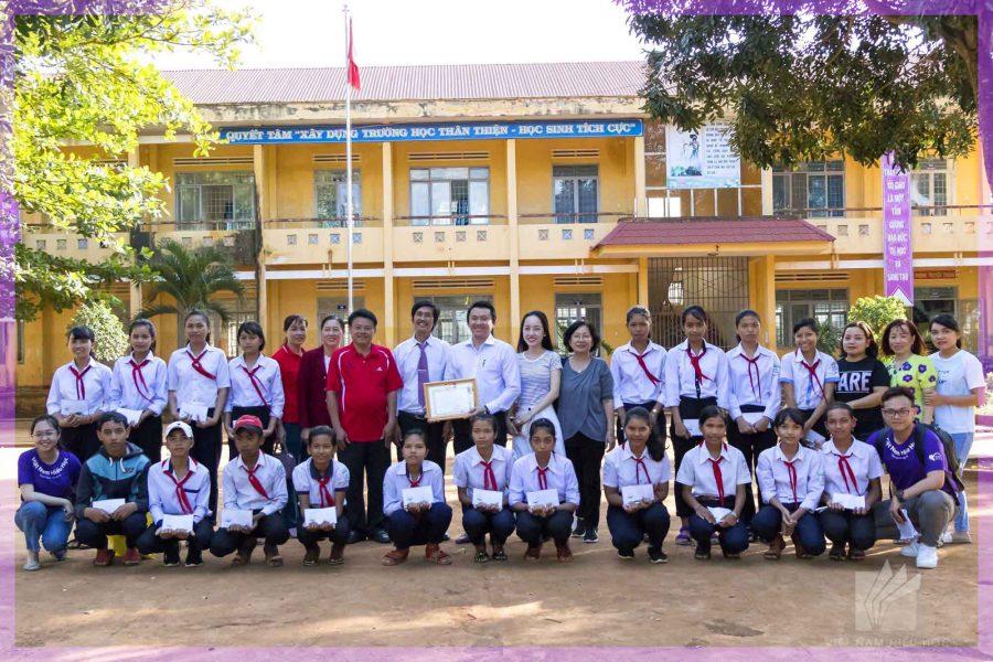 Quỹ Nhân đạo Việt Nam Hiếu Học trao học bổng cho Trường THCS Cao Bá Quát, Đắk Lắk