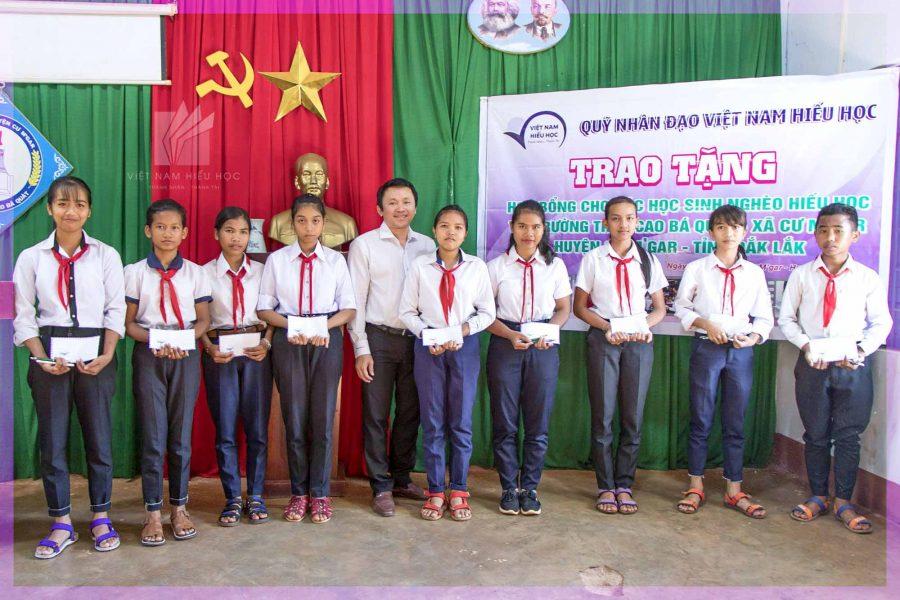 Việt Nam Hiếu Học trao học bổng cho học sinh tại Đăk Lăk