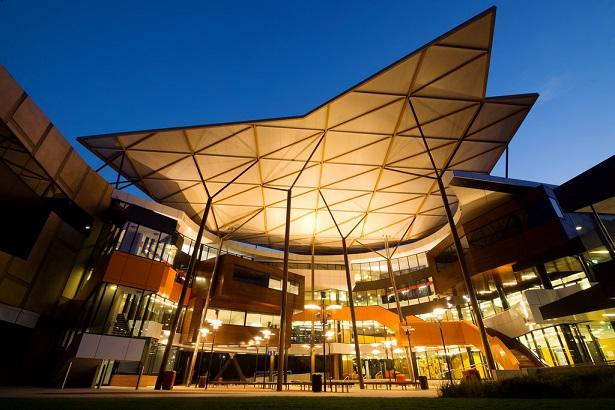 Học bổng du học Úc - Đại học Newcastle_Học bổng đầy hứa hẹn