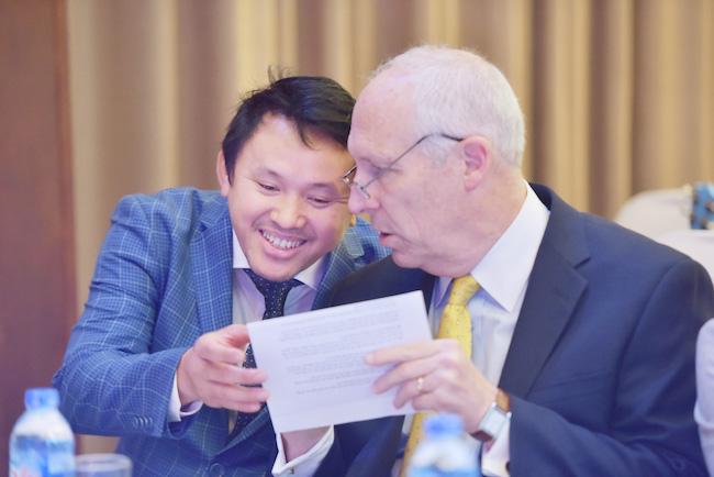 ÔngTrương Trần Dũng – Tổng Giám đốc Tập đoàn VN hiếu học