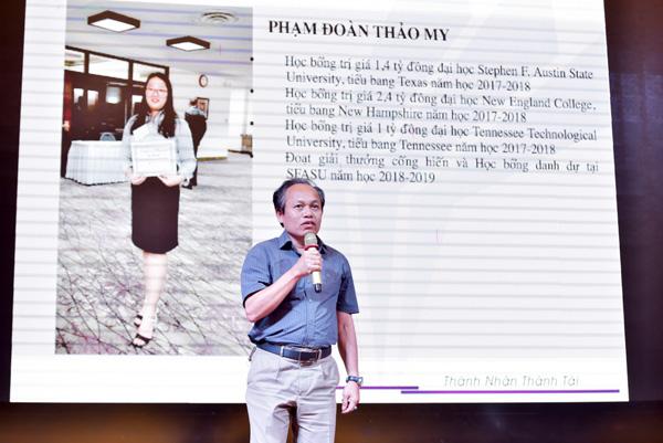 Phụ huynh có con đang du học tại Mỹ do Việt Nam hiếu học tổ chức đang phát biểu