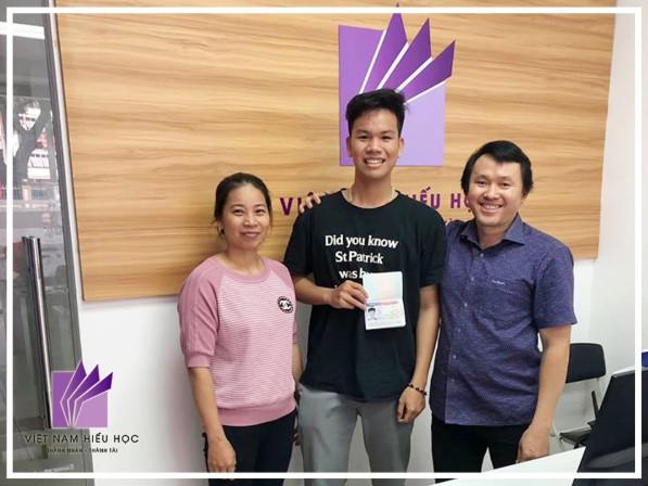 Niềm vui của Cao Minh và gia đình khi nhận được visa