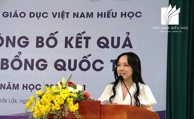 Bà Trần Thị Hương Trà – Chủ tịch Hội đồng quản trị Tập đoàn Giáo dục Việt Nam Hiếu Học giới thiệu về chương trình du học tại một số quốc gia